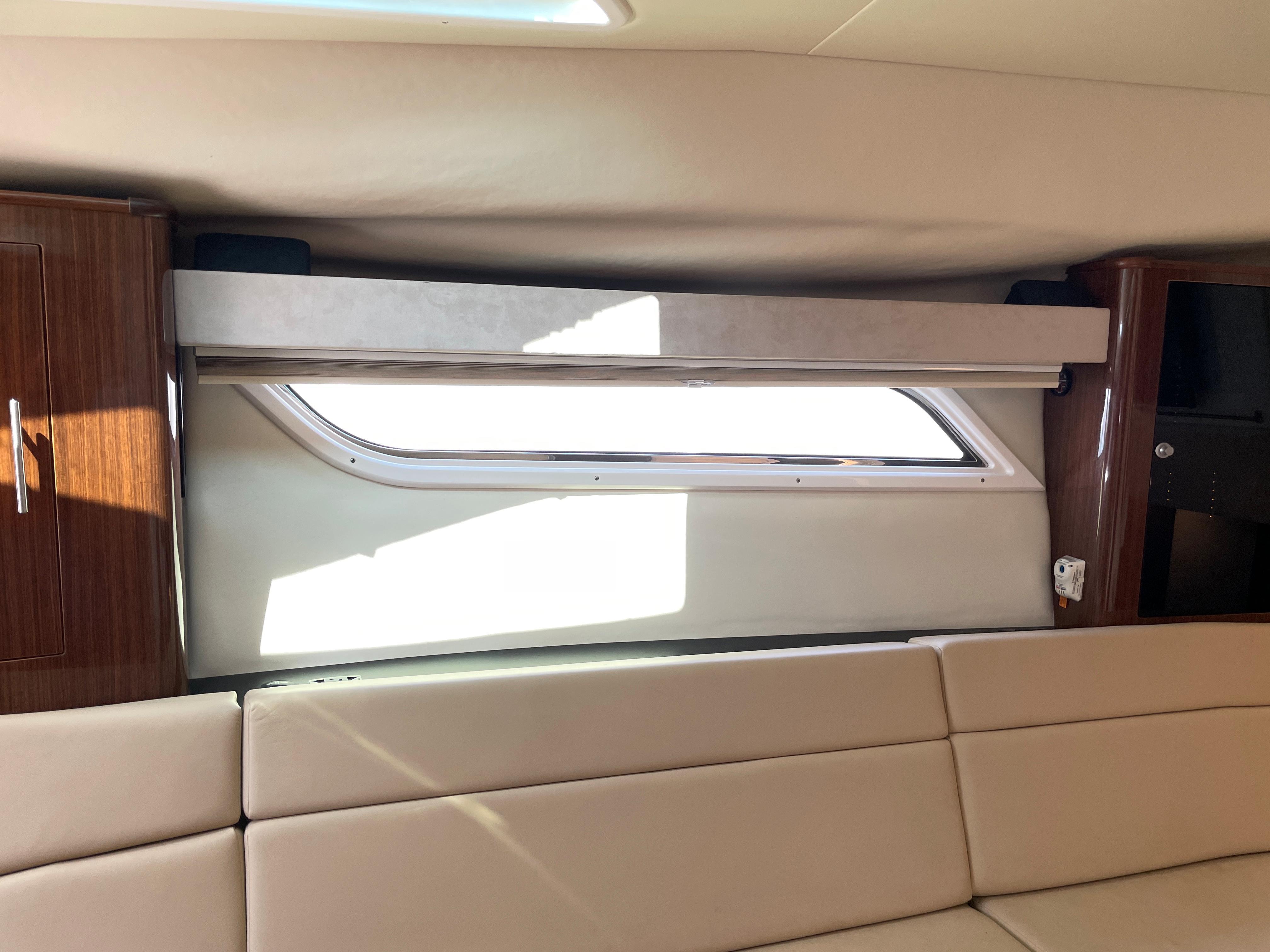 NY 6387 KM Knot 10 Yacht Sales