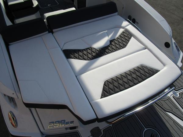 2021 Monterey boat for sale, model of the boat is 298SS & Image # 9 of 41