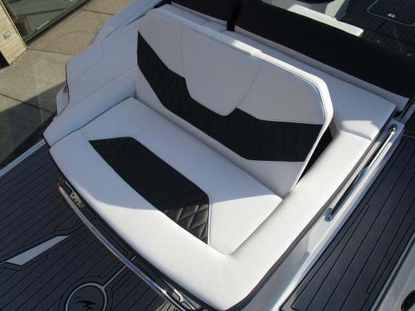 2021 Monterey boat for sale, model of the boat is 298SS & Image # 11 of 41