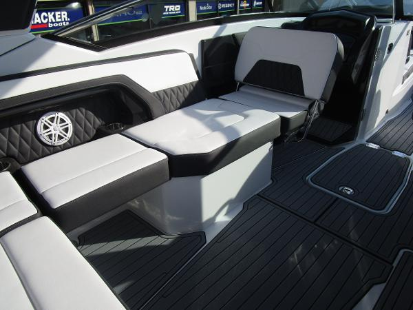 2021 Monterey boat for sale, model of the boat is 298SS & Image # 16 of 41