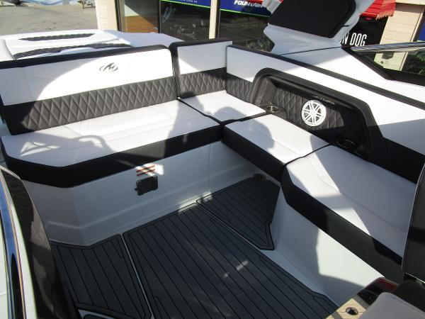 2021 Monterey boat for sale, model of the boat is 298SS & Image # 22 of 41