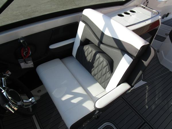 2021 Monterey boat for sale, model of the boat is 298SS & Image # 24 of 41