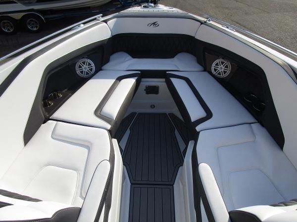 2021 Monterey boat for sale, model of the boat is 298SS & Image # 32 of 41