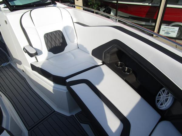 2021 Monterey boat for sale, model of the boat is 298SS & Image # 34 of 41
