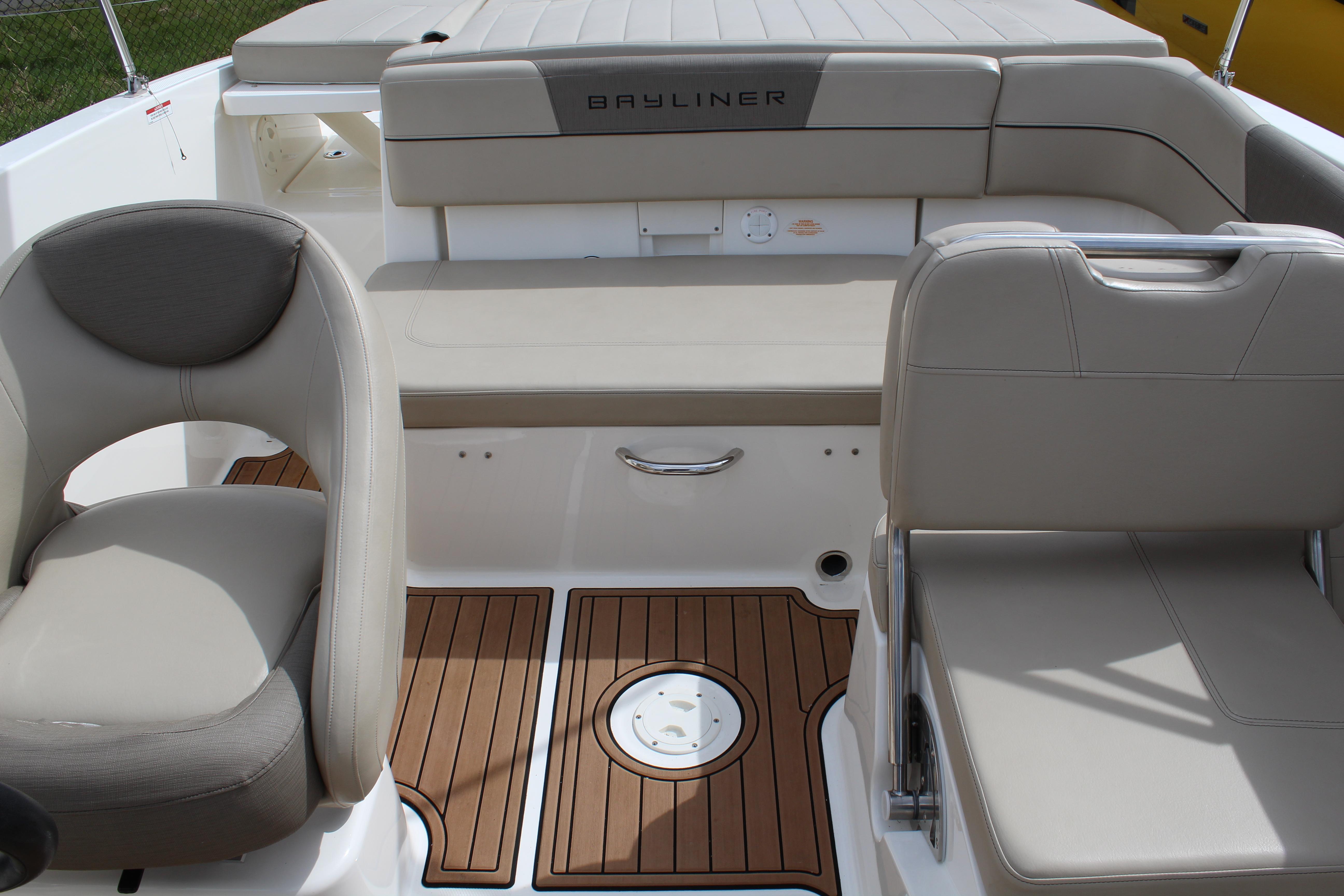 2016 Bayliner VR5 Bowrider