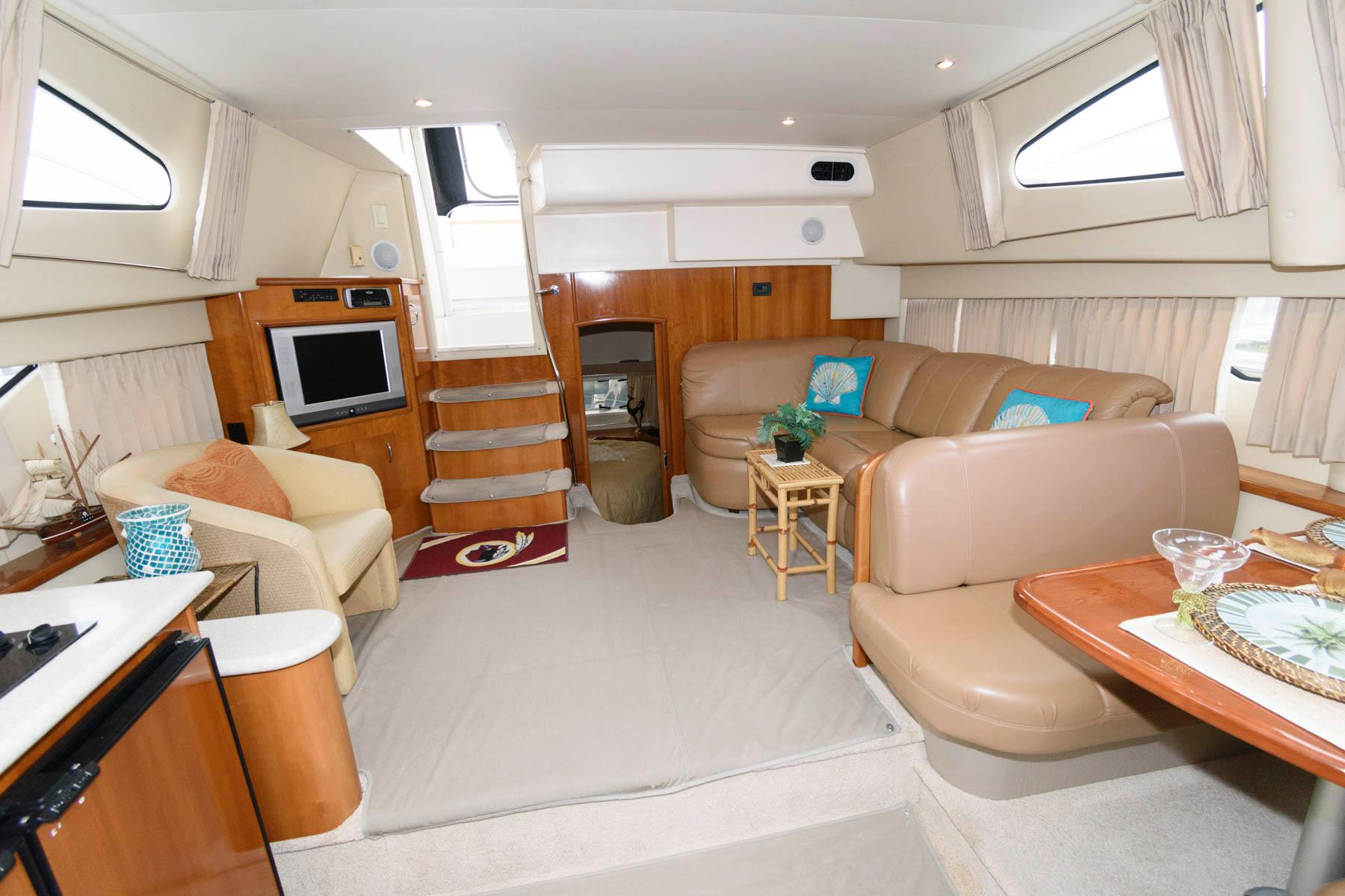 M 5929 RD Knot 10 Yacht Sales