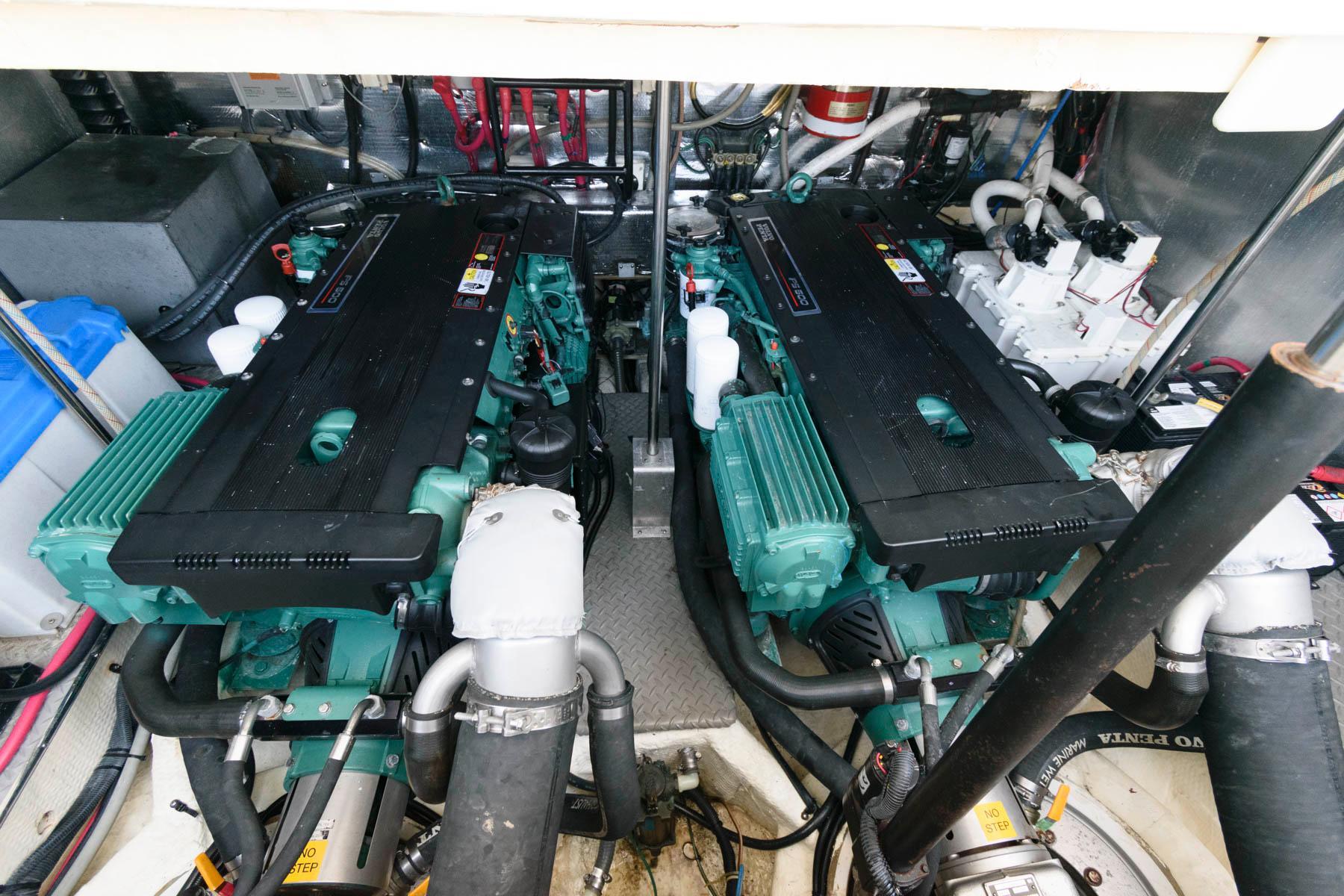 M 6057 EF Knot 10 Yacht Sales