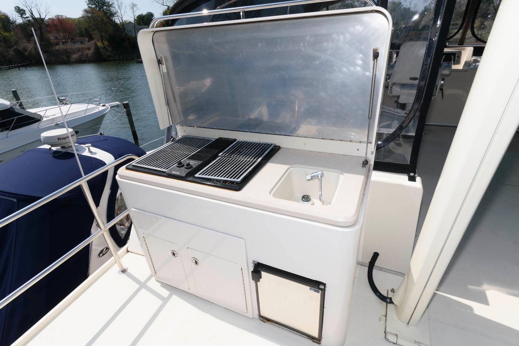 M 6058 JP Knot 10 Yacht Sales