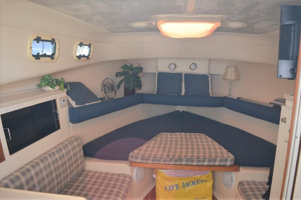 Mainship Pilot 30 - Dinette Area/V-Berth