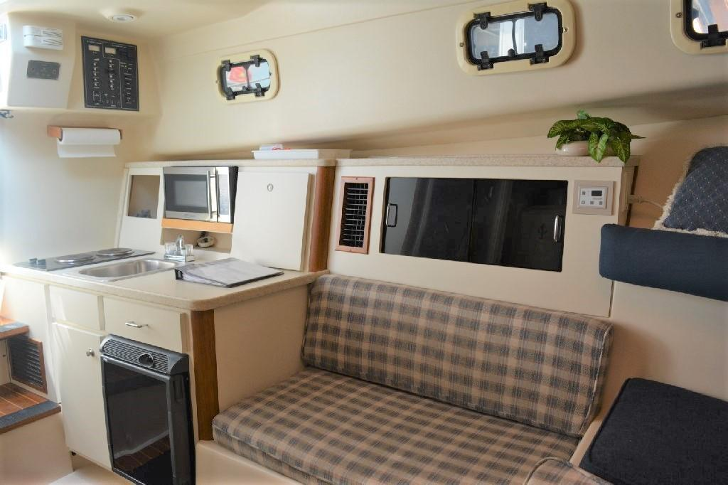 Mainship Pilot 30 - Cabin Seating
