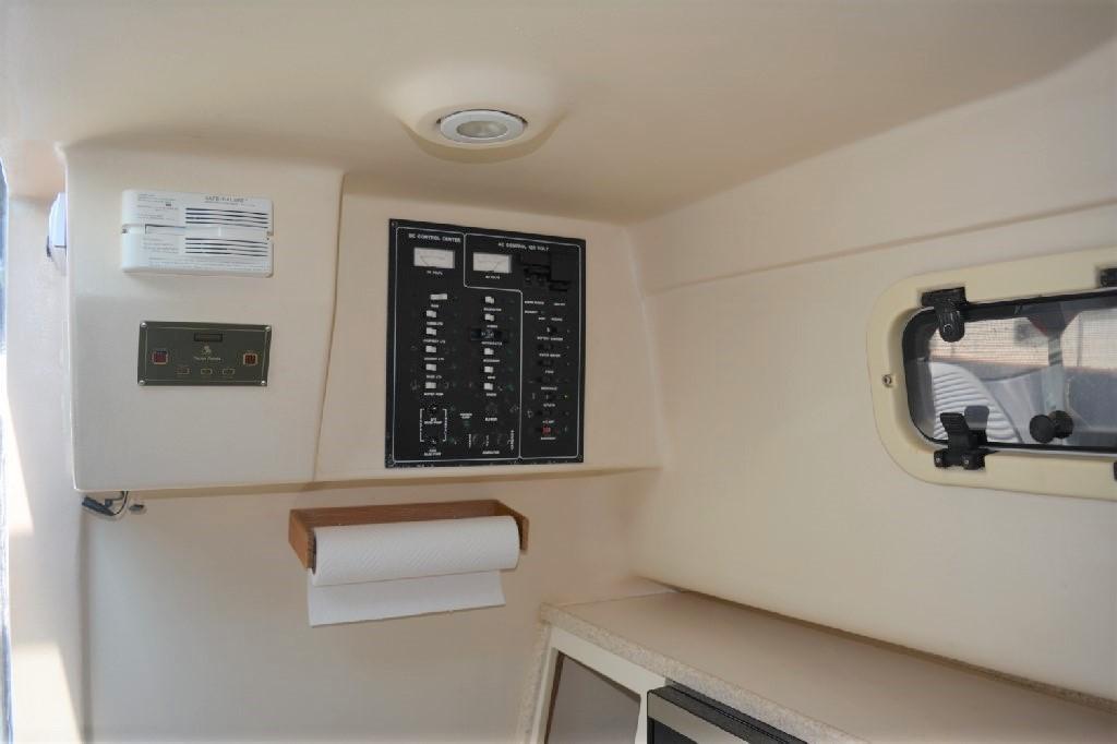 Mainship Pilot 30 - AC/DC Panel