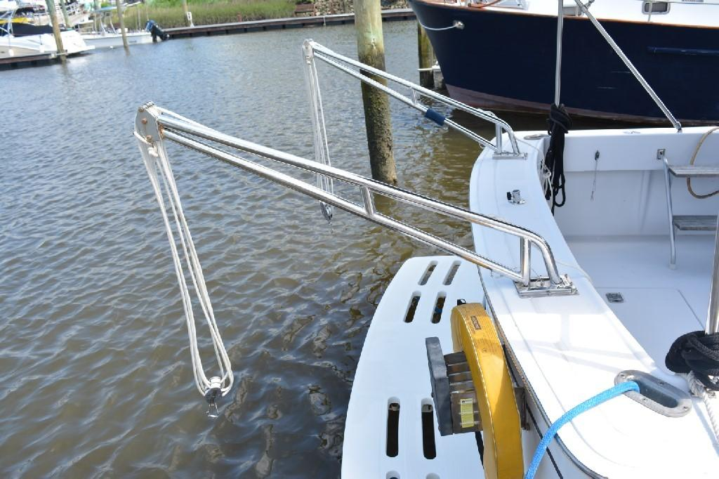 Mainship Pilot 30 - Swim Platform and Davit