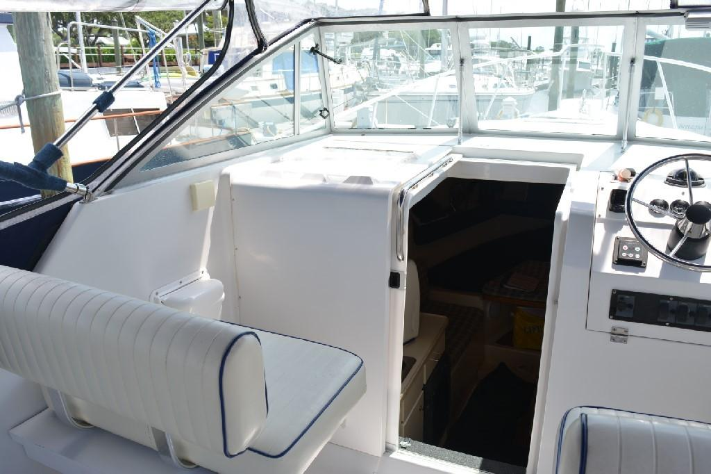 Mainship Pilot 30 - Cabin Entry Door