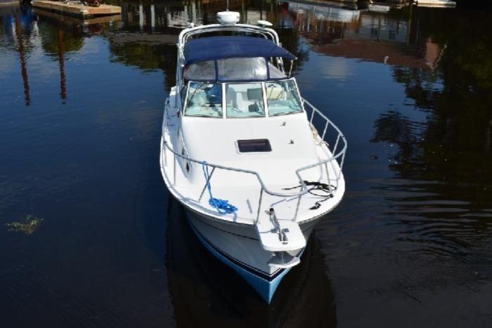 Mainship Pilot 30 - Bow