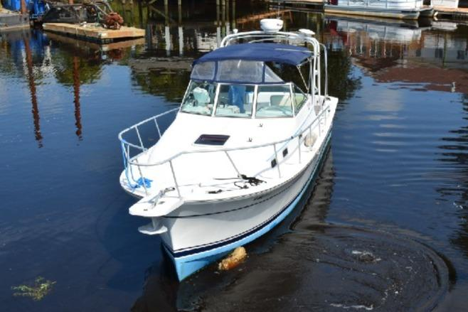 Mainship Pilot 30 - Port Bow