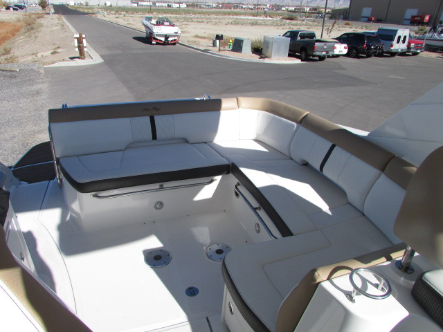 2017 Sea Ray boat for sale, model of the boat is 350 Sundancer & Image # 32 of 50