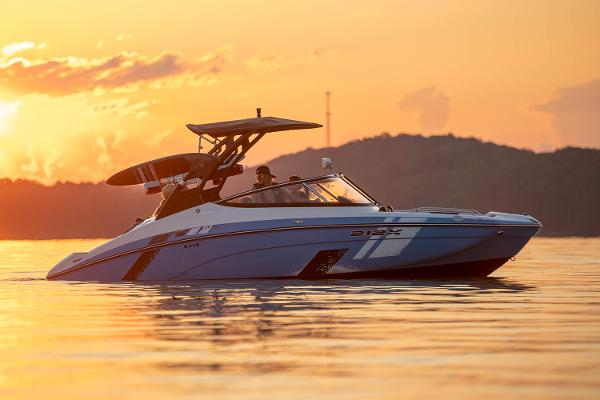 2022 Yamaha boat for sale, model of the boat is 212XE & Image # 8 of 8