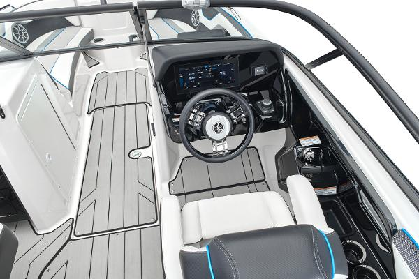 2022 Yamaha boat for sale, model of the boat is 212XD & Image # 3 of 9