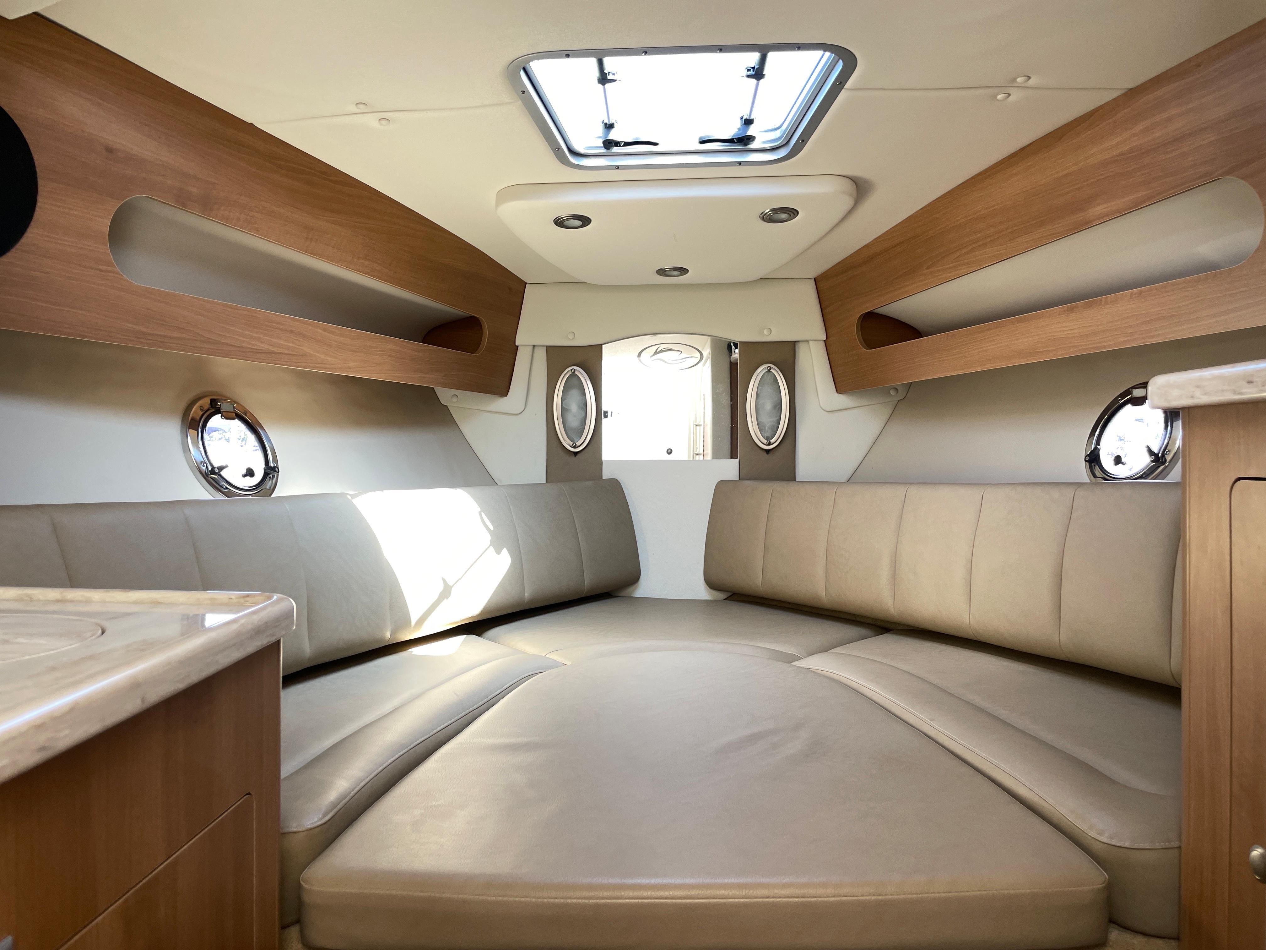 NY 6470 KM Knot 10 Yacht Sales