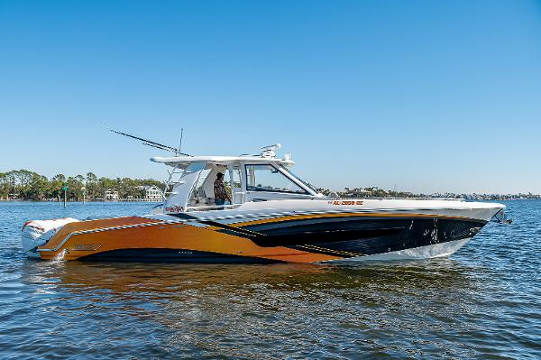 2018 Boston Whaler OUTRAGE CENTER CONSOLER