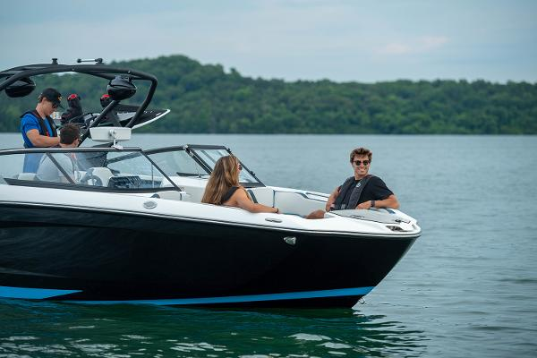 2022 Yamaha boat for sale, model of the boat is 252XE & Image # 2 of 6