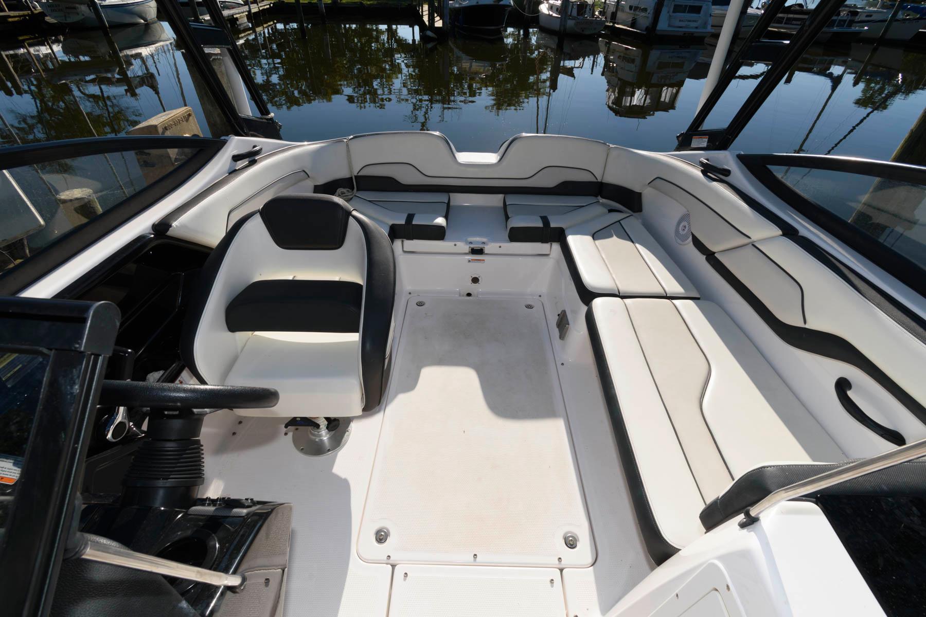 M 6540 CF Knot 10 Yacht Sales