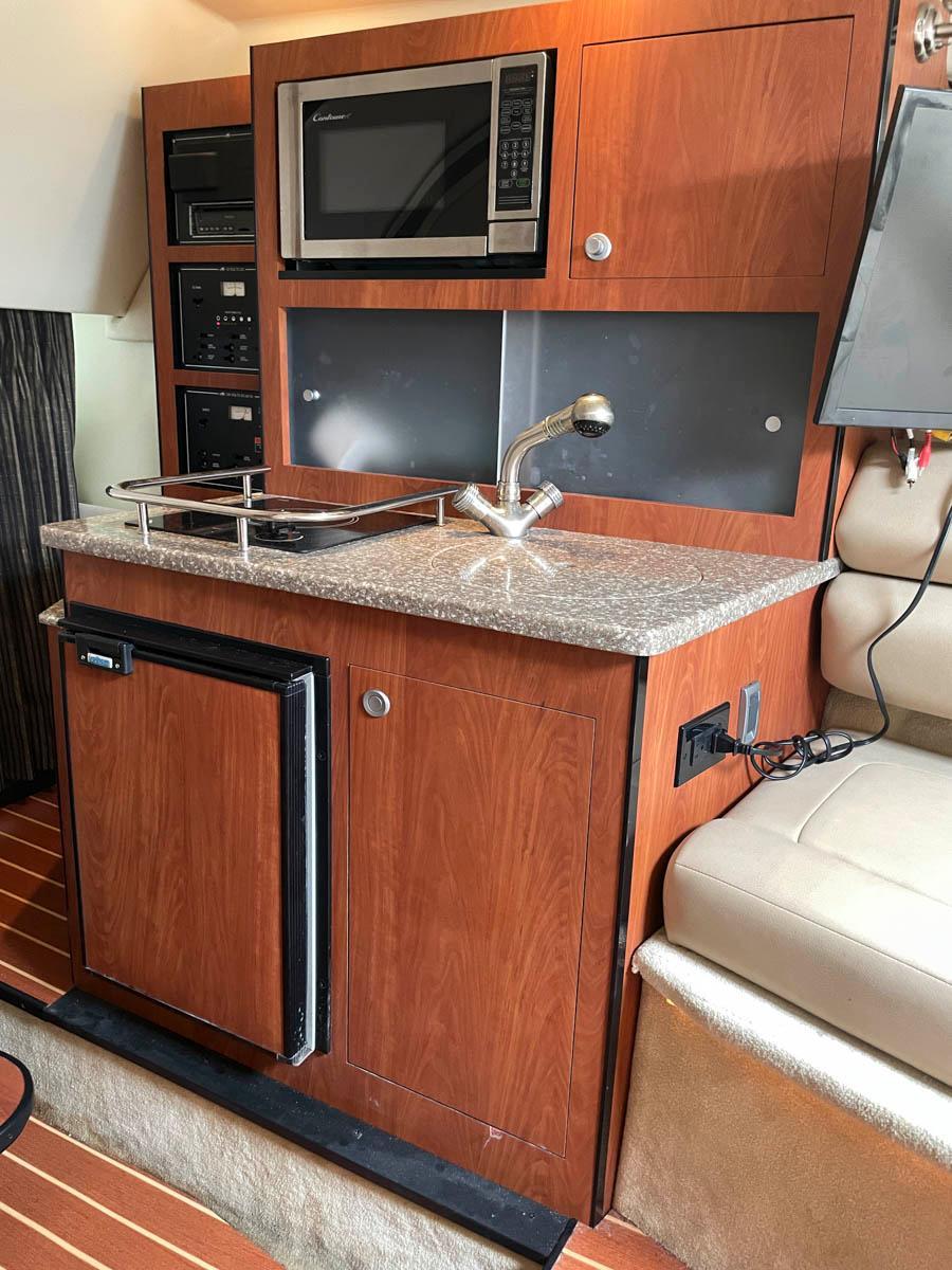 NY 6305 KM Knot 10 Yacht Sales