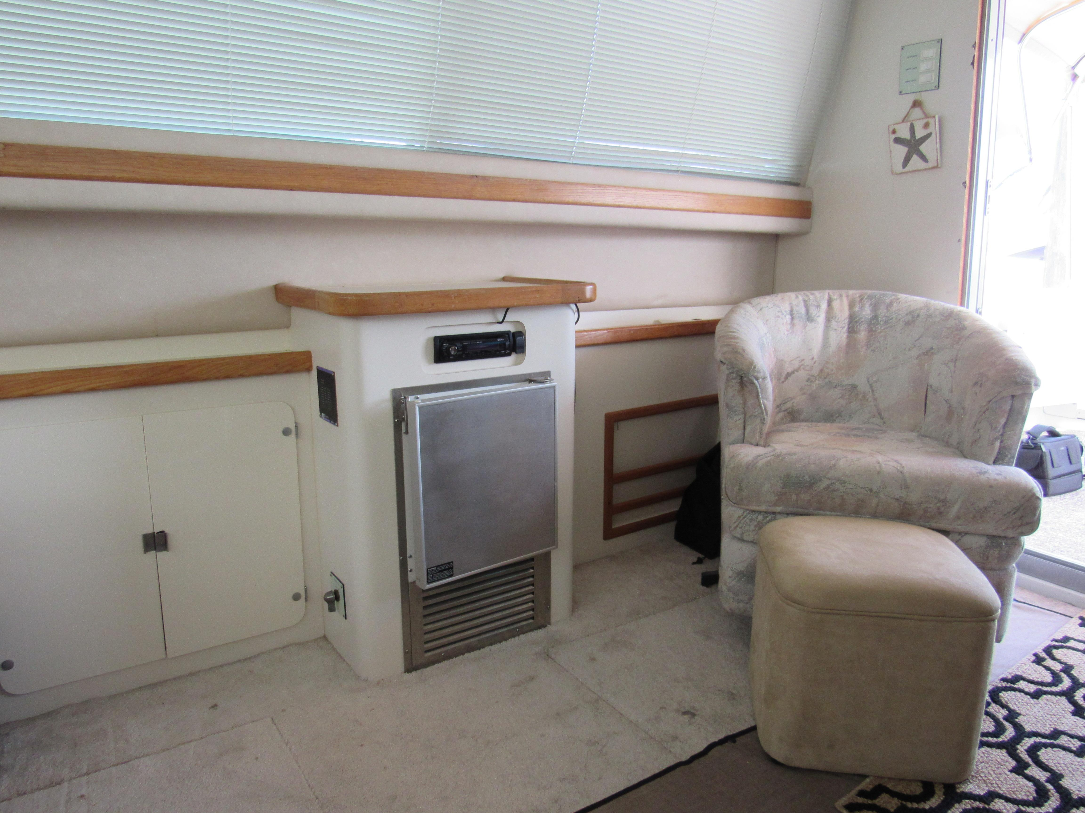 Salon Chair, Ice Maker