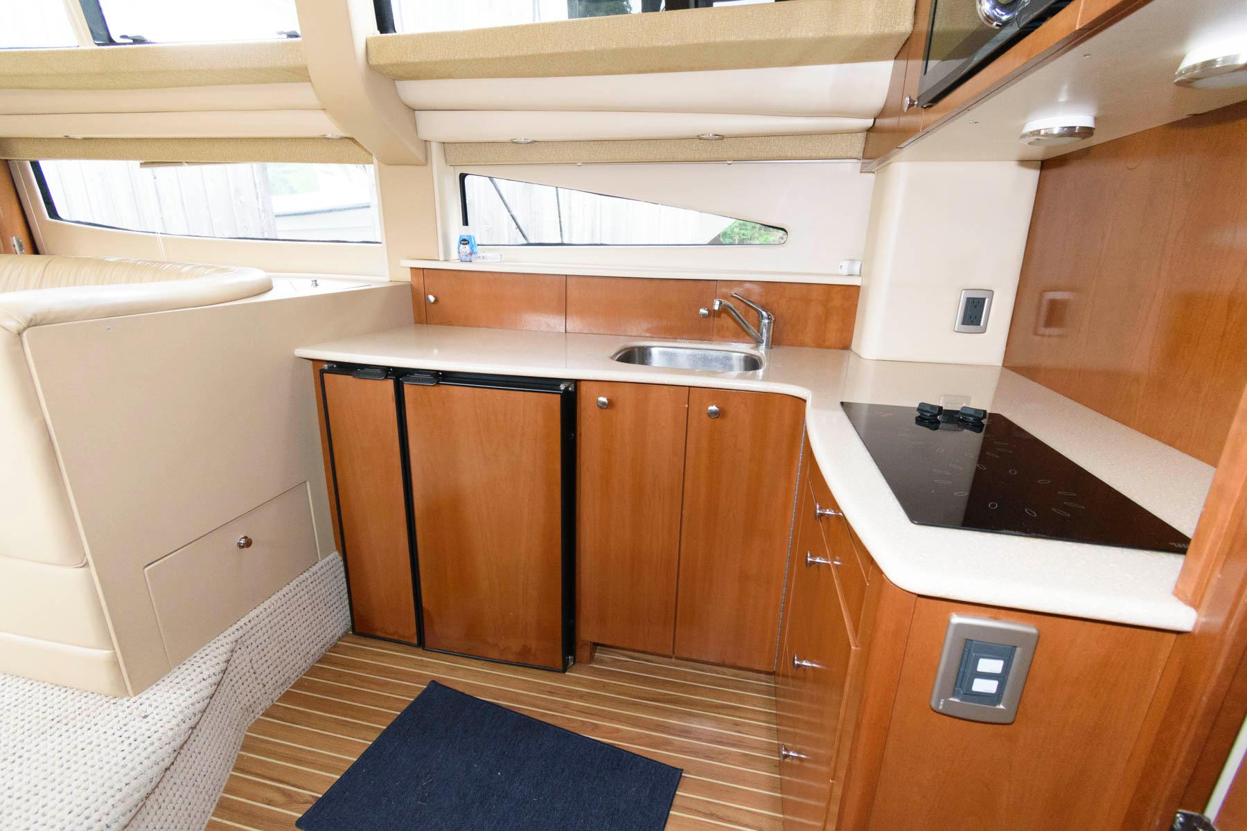 M 6257 RD Knot 10 Yacht Sales