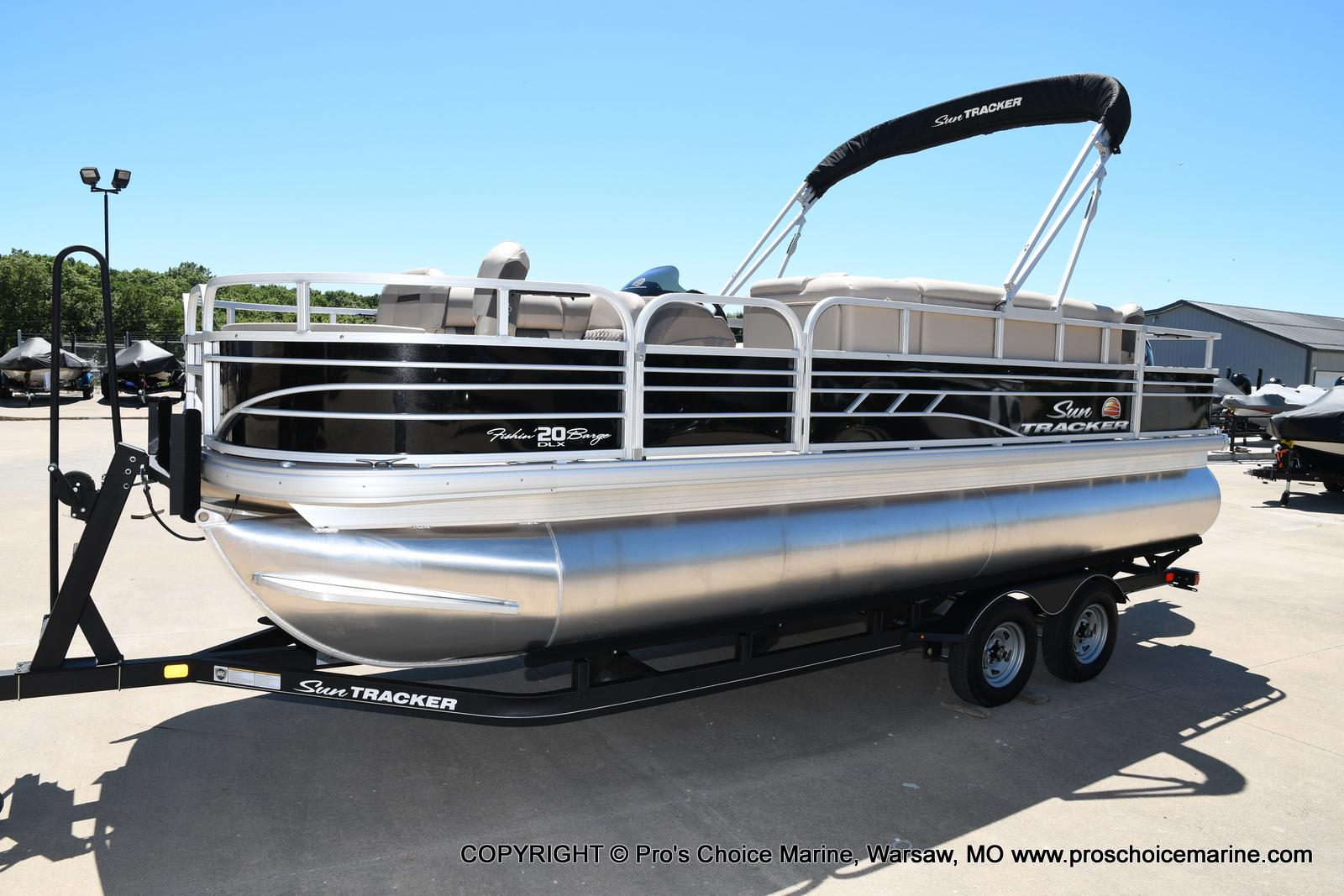 2021 Sun Tracker boat for sale, model of the boat is Fishin' Barge 20 DLX & Image # 30 of 50