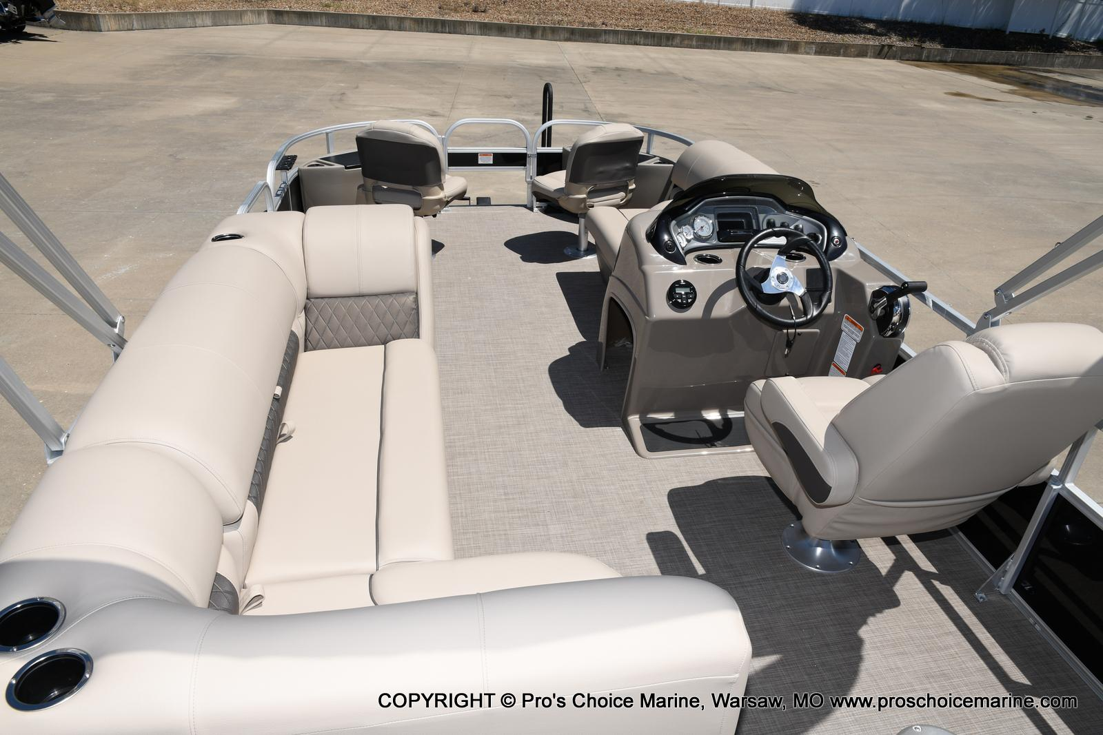 2021 Sun Tracker boat for sale, model of the boat is Fishin' Barge 20 DLX & Image # 15 of 50
