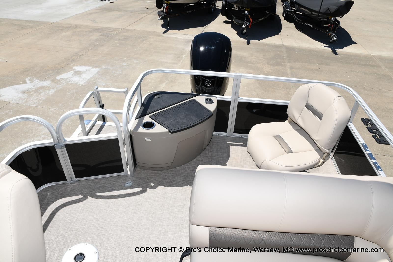 2021 Sun Tracker boat for sale, model of the boat is Fishin' Barge 20 DLX & Image # 4 of 50