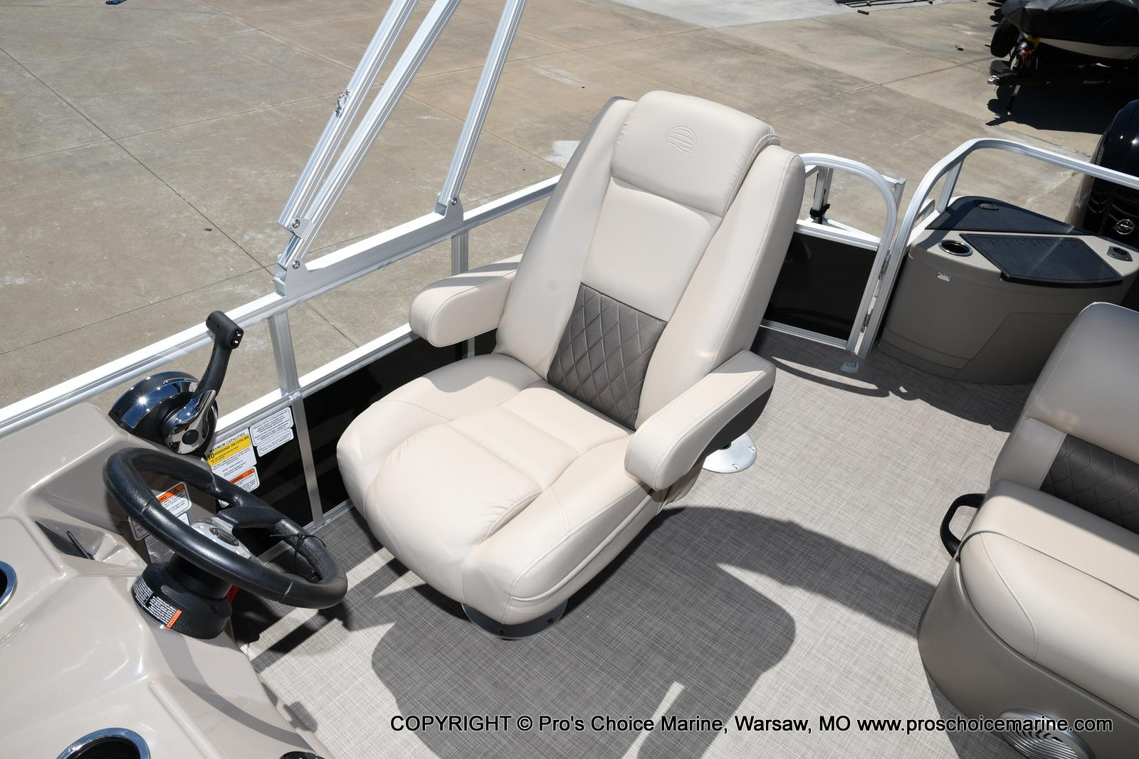 2021 Sun Tracker boat for sale, model of the boat is Fishin' Barge 20 DLX & Image # 49 of 50