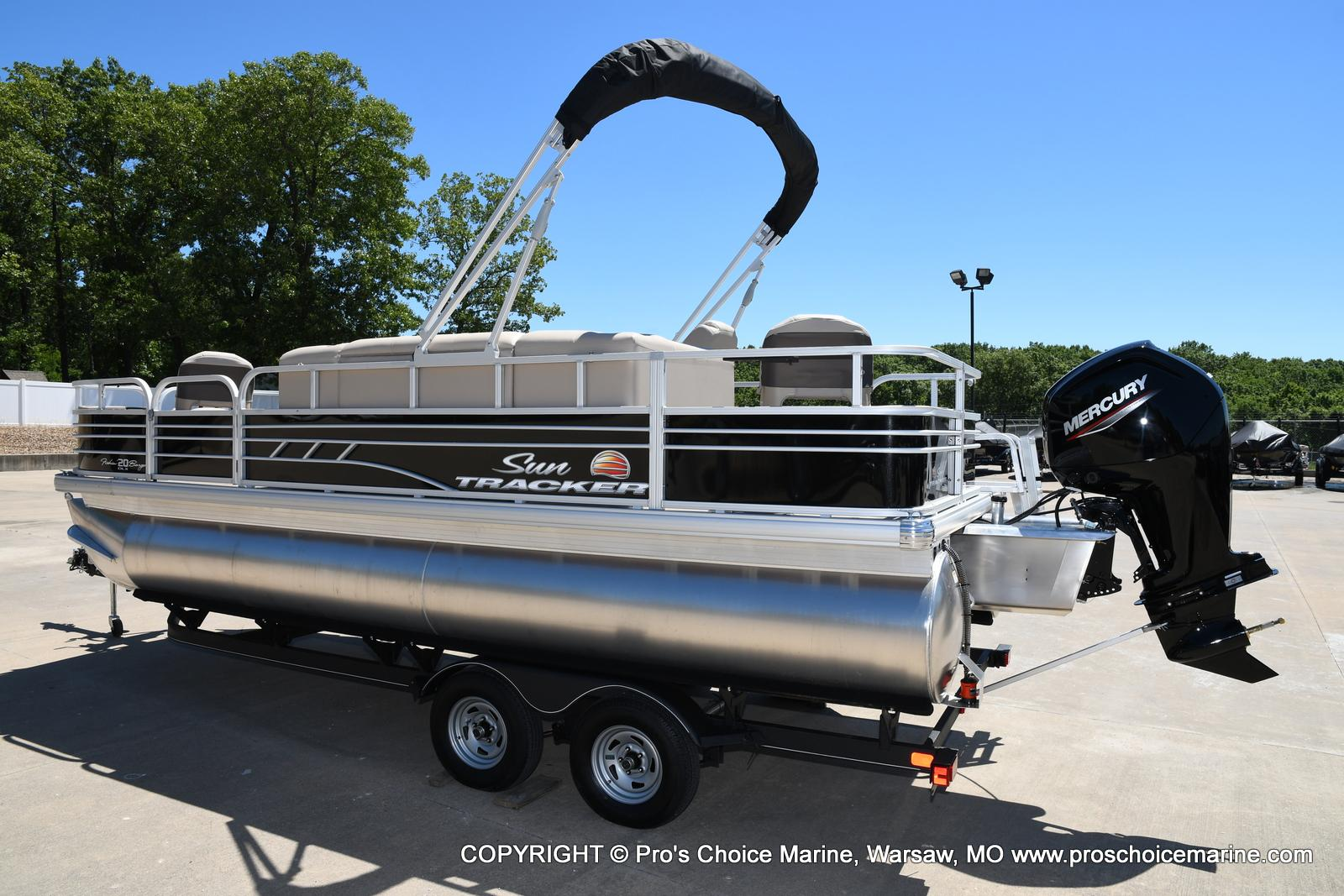 2021 Sun Tracker boat for sale, model of the boat is Fishin' Barge 20 DLX & Image # 9 of 50