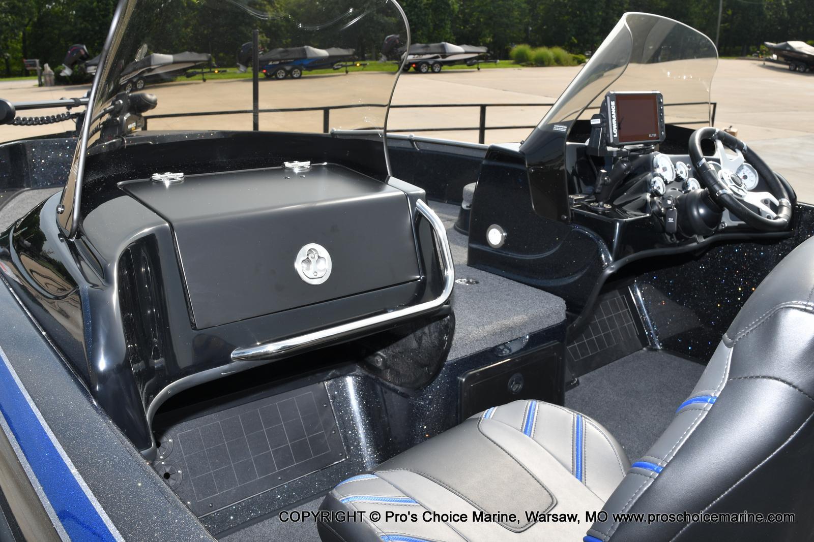 2022 Nitro boat for sale, model of the boat is ZV21 w/300HP Mercury Verado & Image # 5 of 50