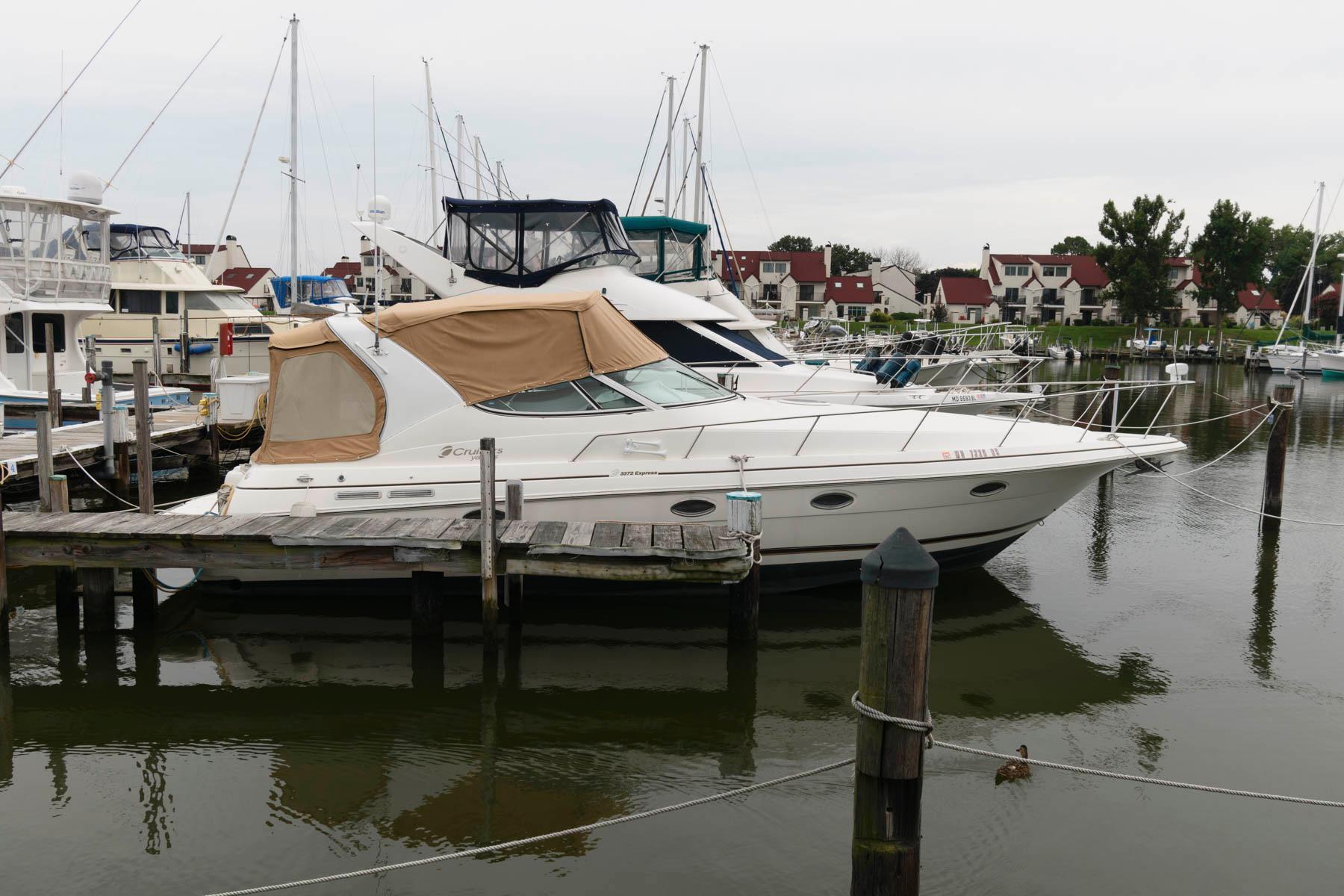 M 6456 CF Knot 10 Yacht Sales