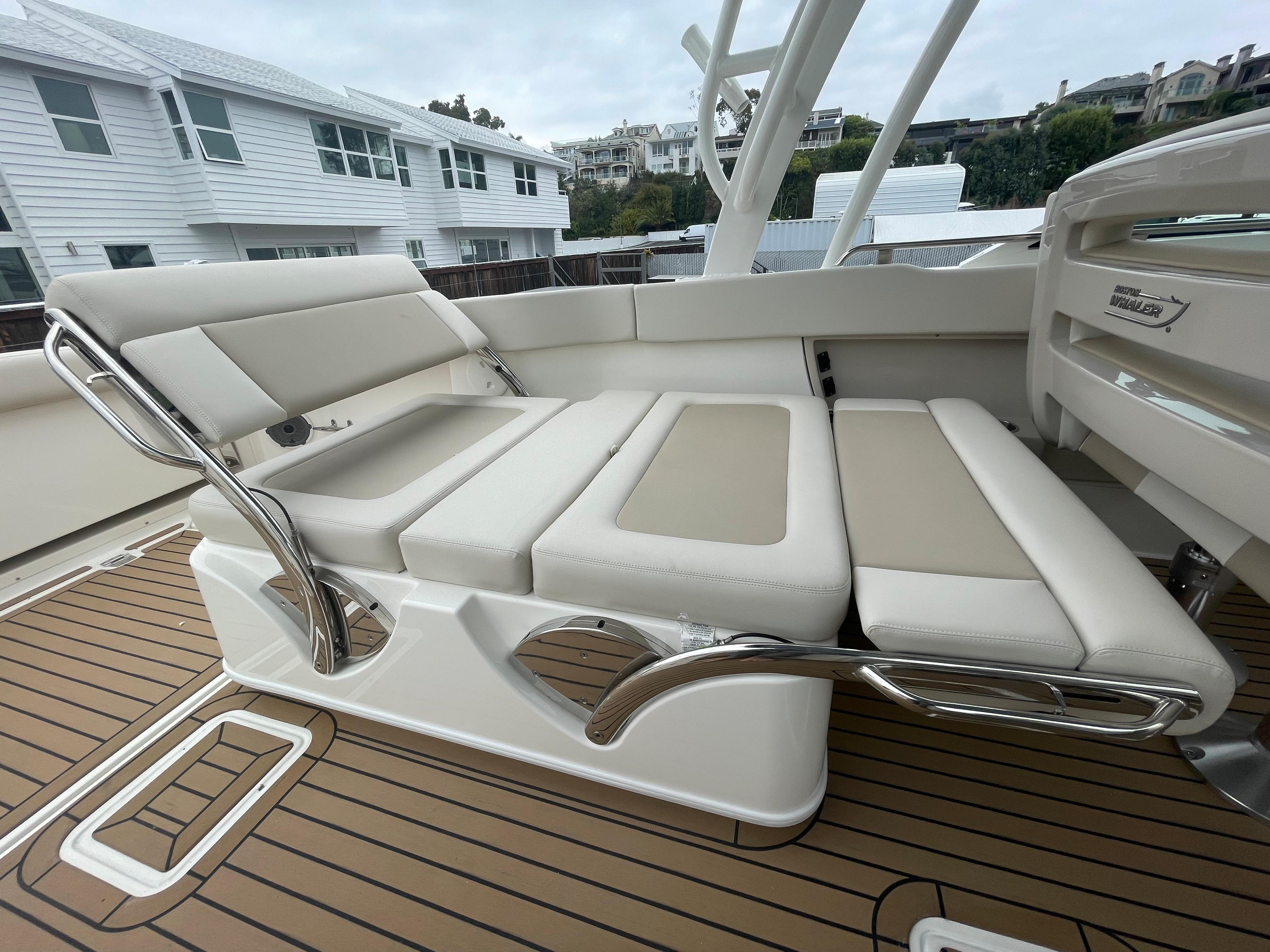 2022 Boston Whaler 320 Vantage #BW0118F inventory image at Sun Country Coastal in Newport Beach