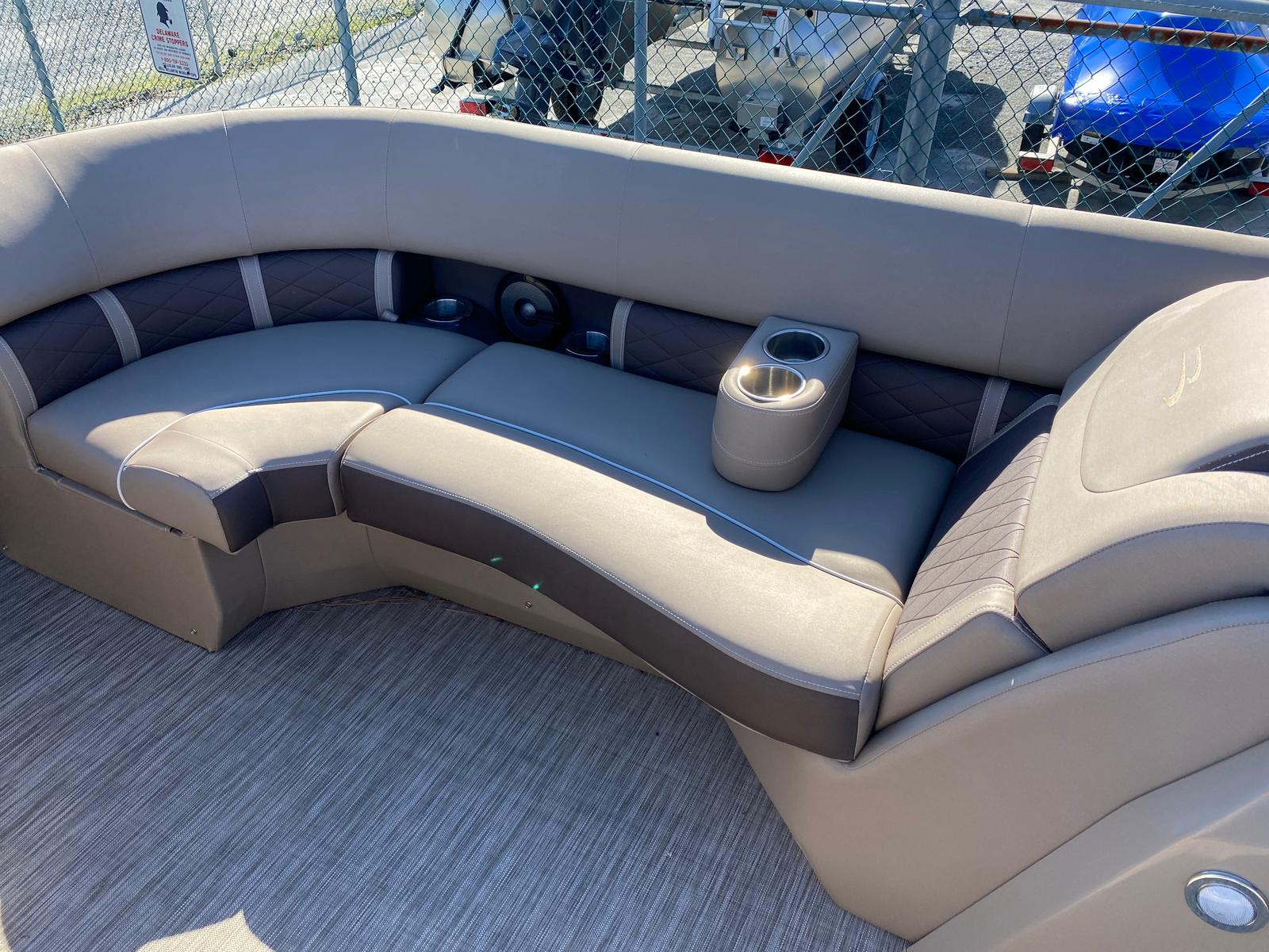 2020 Bennington boat for sale, model of the boat is 22 GSAPG - Dual Stern Gates Pontoon & Image # 12 of 14