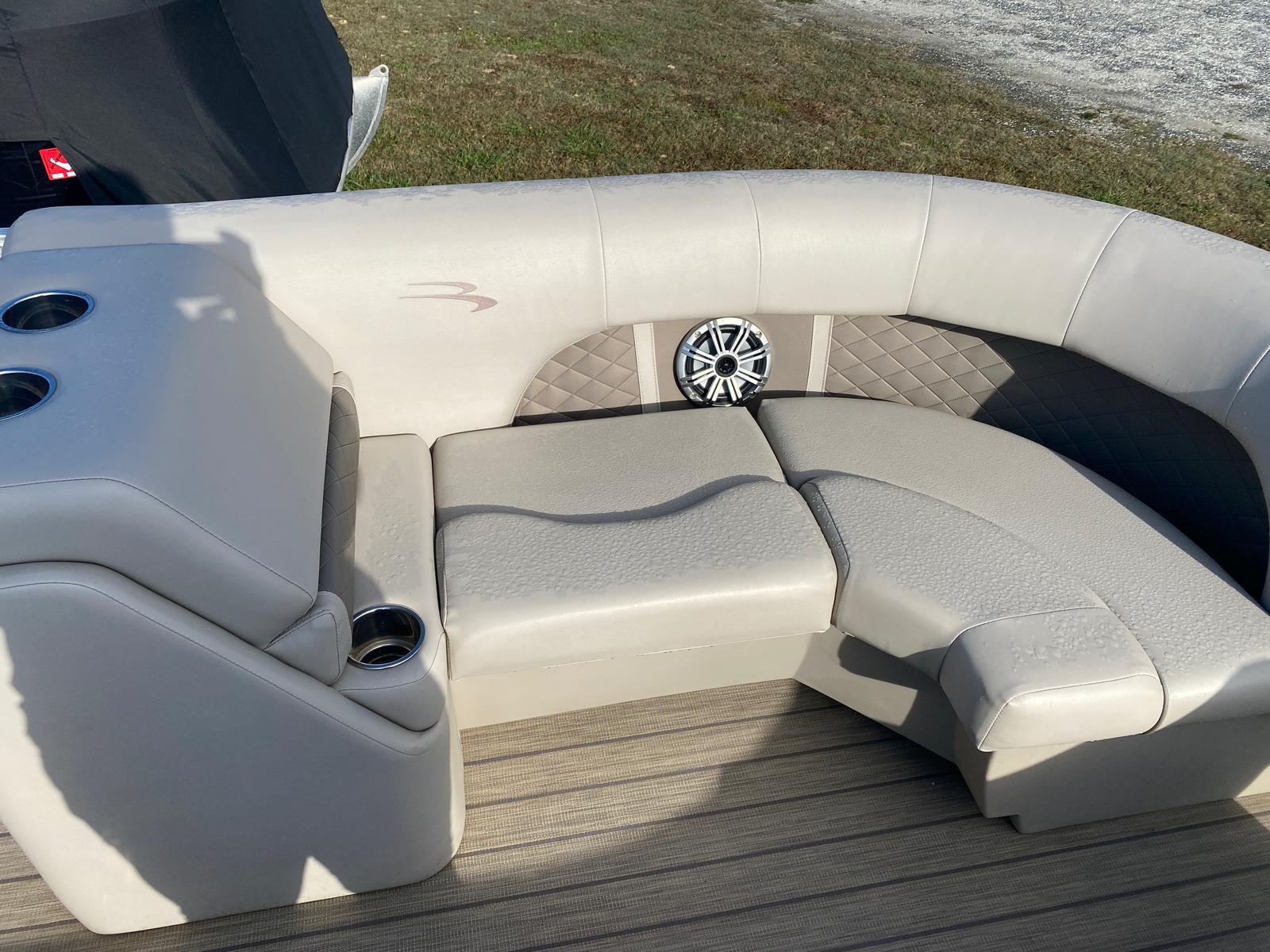 2018 Bennington boat for sale, model of the boat is 22 SSX Pontoon & Image # 3 of 13