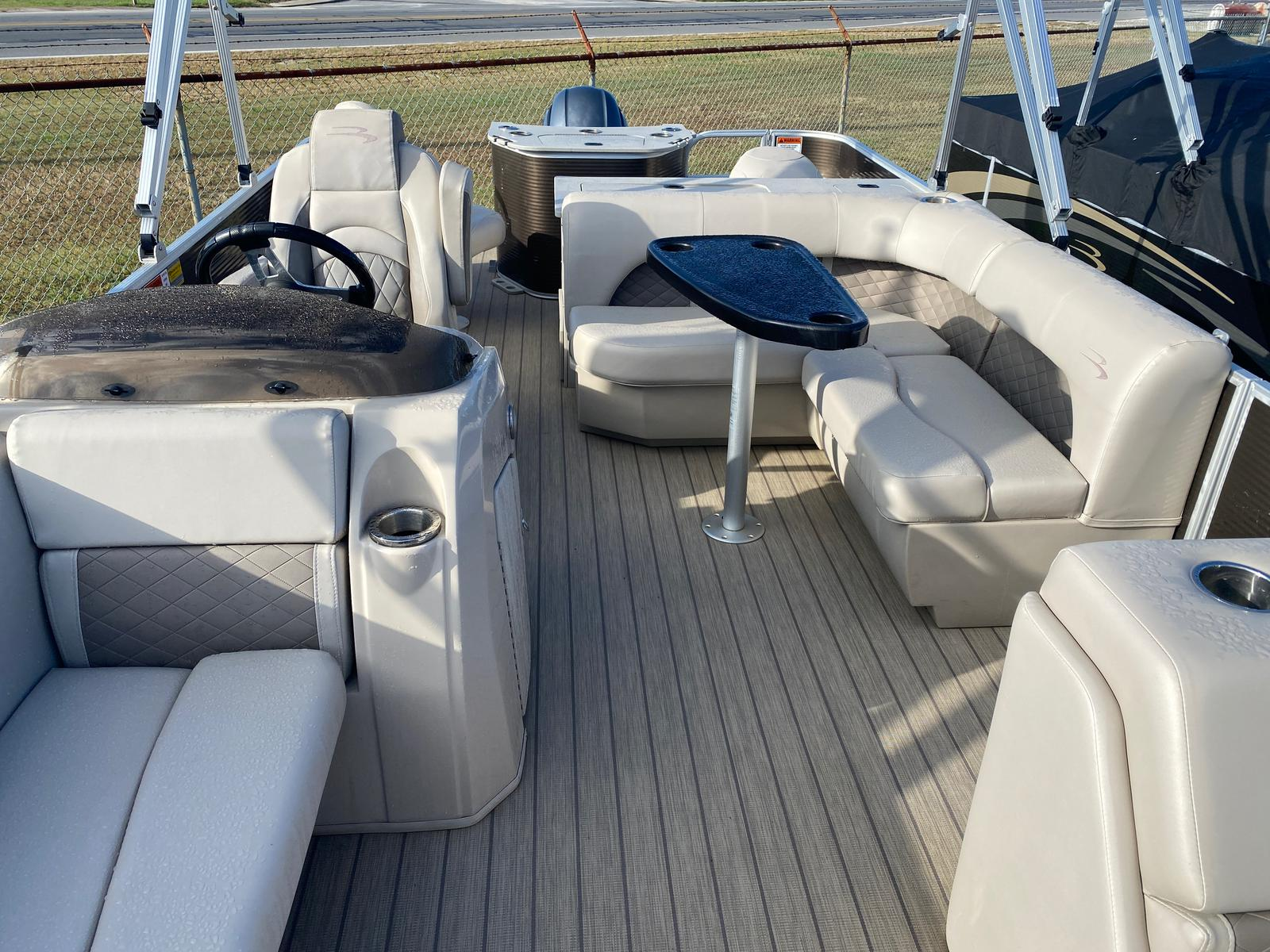 2018 Bennington boat for sale, model of the boat is 22 SSX Pontoon & Image # 5 of 13