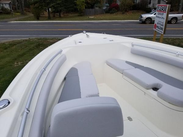 2021 Mako boat for sale, model of the boat is 214 CC & Image # 5 of 22