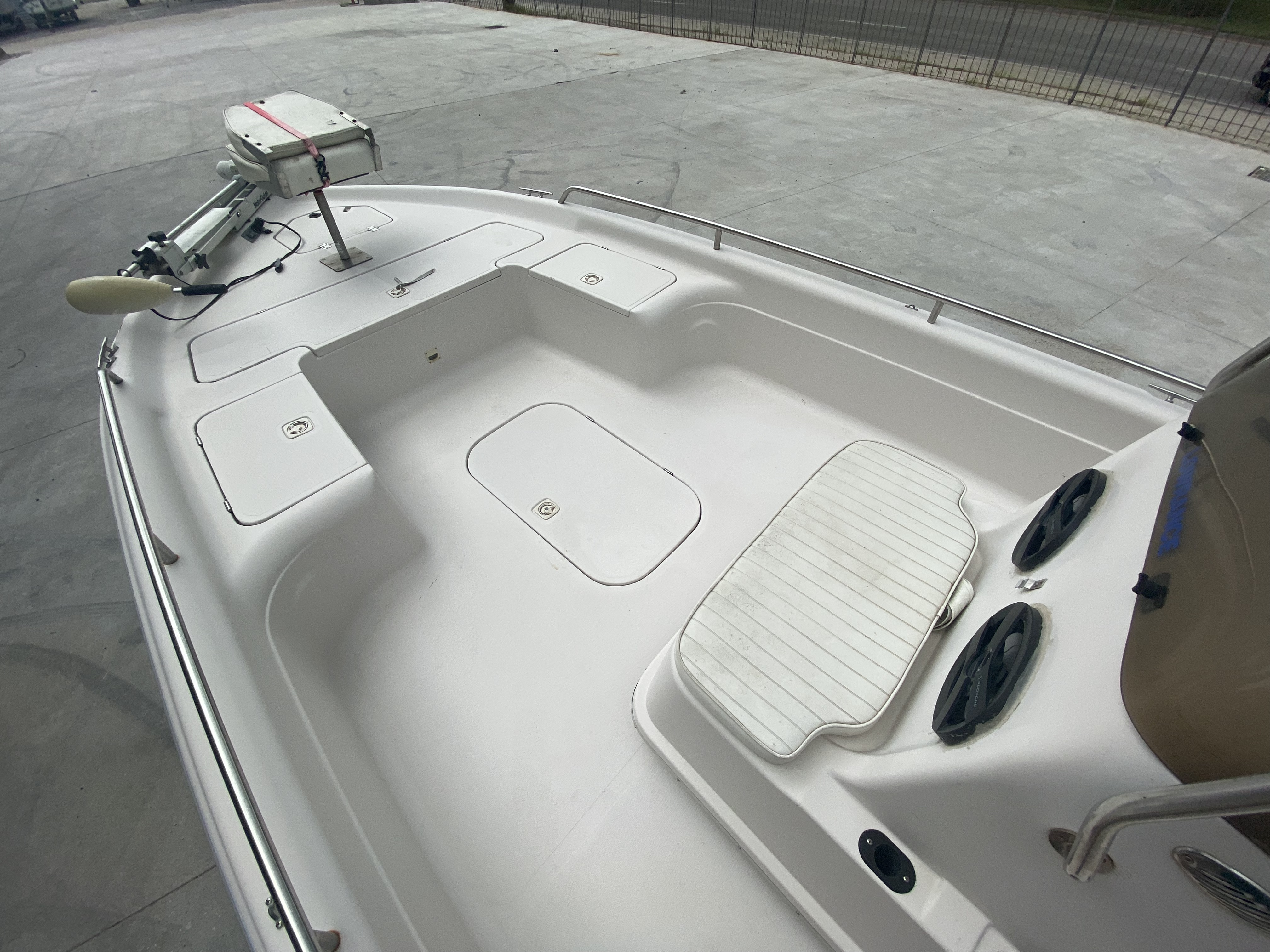 2001 Fish Master boat for sale, model of the boat is 23cc Travis Edition & Image # 10 of 11