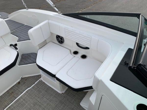 2021 Sea Ray boat for sale, model of the boat is 190 SPX OB & Image # 10 of 19