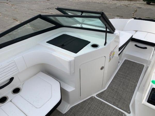 2021 Sea Ray boat for sale, model of the boat is 190 SPX OB & Image # 11 of 19