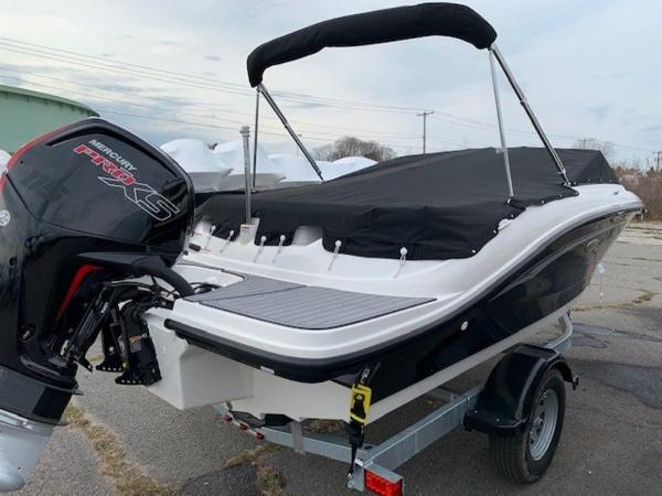 2021 Sea Ray boat for sale, model of the boat is 190 SPX OB & Image # 16 of 19