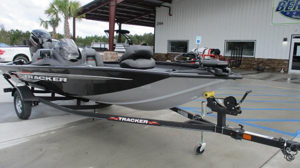 2021 Tracker Boats boat for sale, model of the boat is Pro Team 175 TXW & Image # 1 of 45