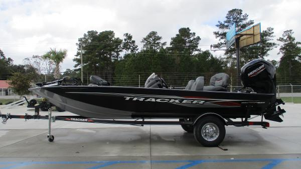 2021 Tracker Boats boat for sale, model of the boat is Pro Team 175 TXW & Image # 4 of 45