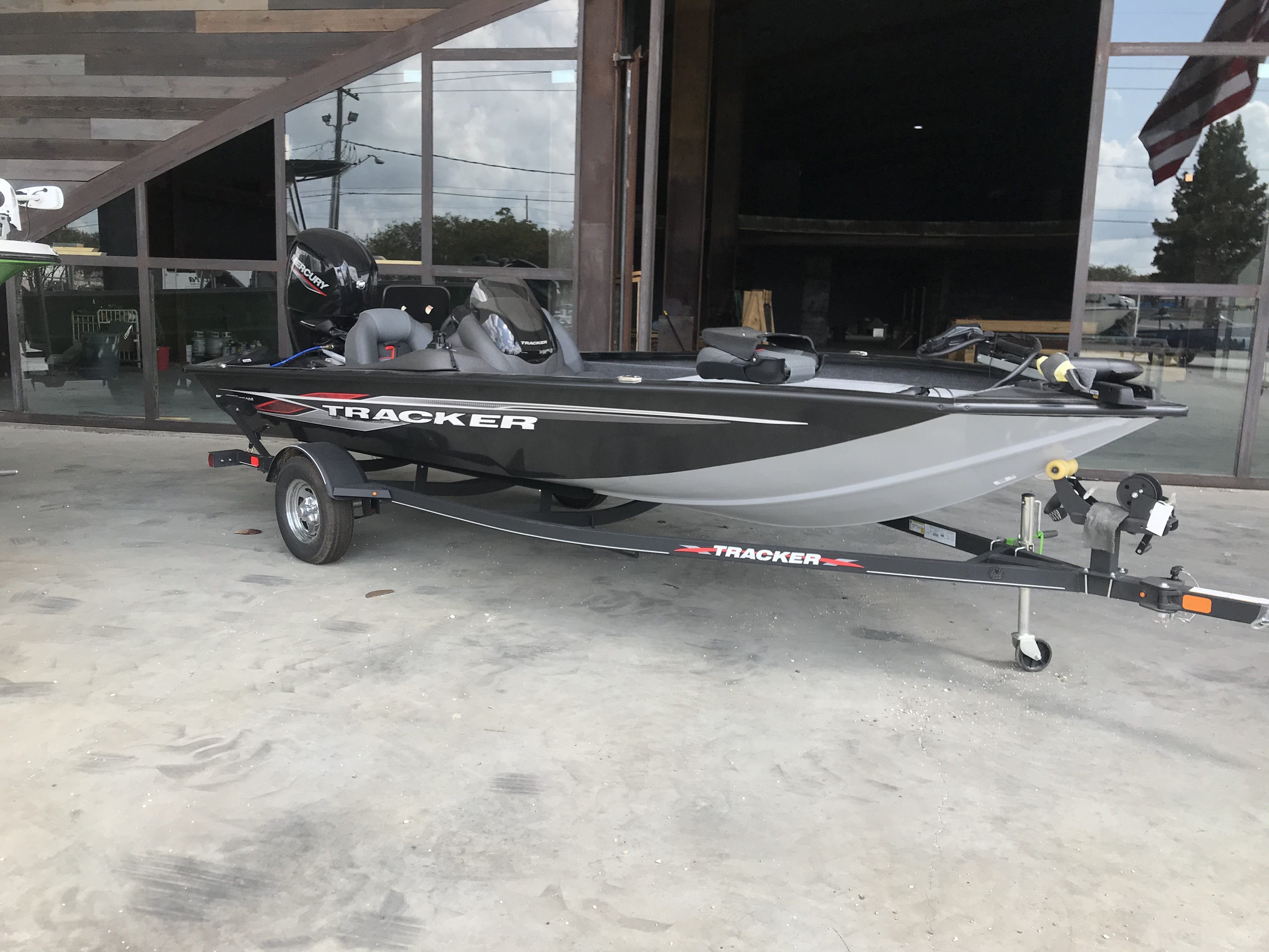 2021 Tracker Boats boat for sale, model of the boat is Pro Team 175 TXW , 75 ELPT & Image # 4 of 6