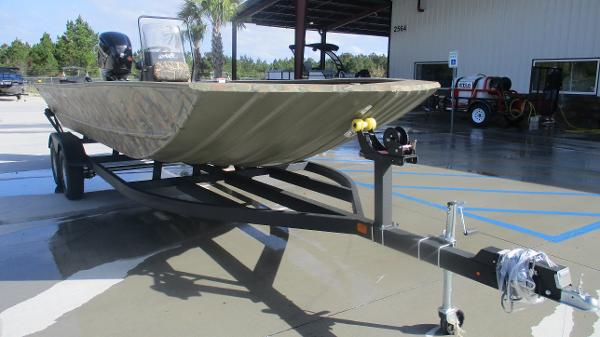2020 Tracker Boats boat for sale, model of the boat is Grizzly 2072 CC & Image # 1 of 42