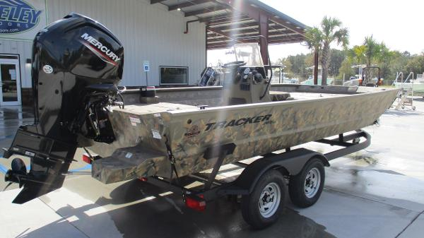2020 Tracker Boats boat for sale, model of the boat is Grizzly 2072 CC & Image # 5 of 42